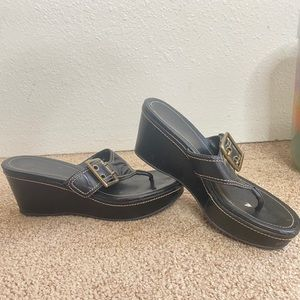 COACH LEATHER THONG WEDGE BUCKLE SANDALS